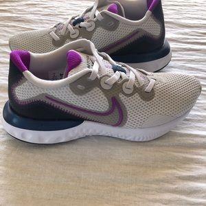 Nike - Renew (Size 6 Women's)